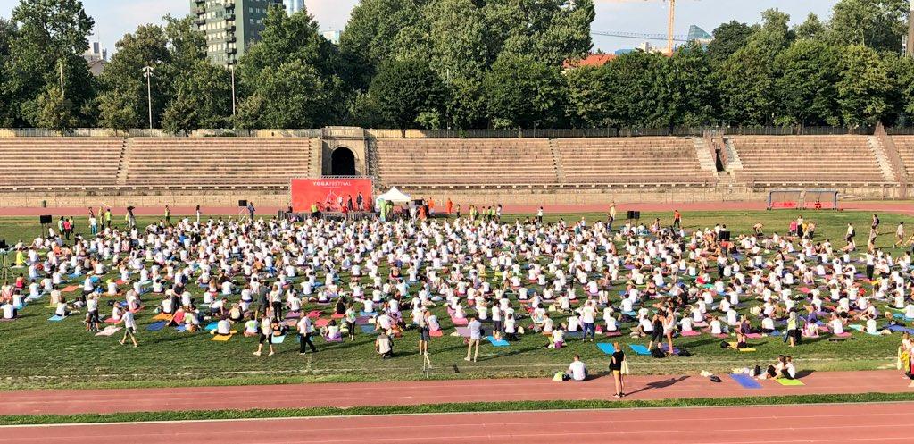 Lenovo all'International Yoga Day